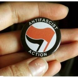 Antifascist action button badge pin chapa